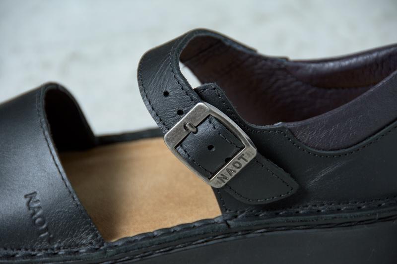 NAOTさんの靴 OLGA(オルガ) Matt Blackのバックルベルトの写真