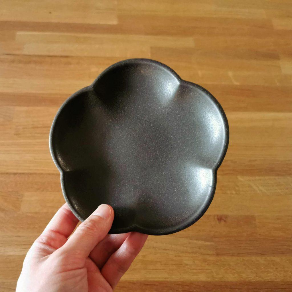 アワビウェア Awabiware 花型小皿 黒マット 岡山の民芸の器と雑貨 FRANK